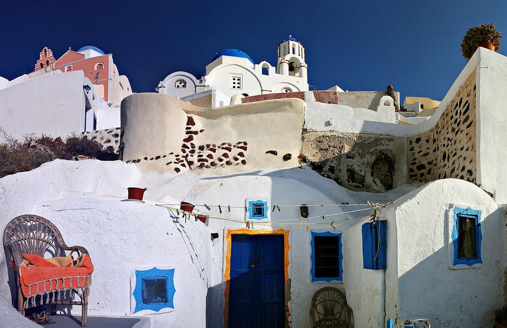 Streets_of_Firostefani,_Santorini_island_(Thira),_Greece
